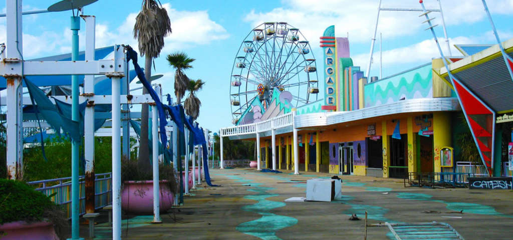 Abandoned Six Flags Park New Orleans Roadtrippers - 10 years hurricane katrina six flags theme park new orleans still lies abandoned 10 years