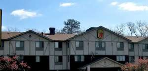 Super 8 Motel East