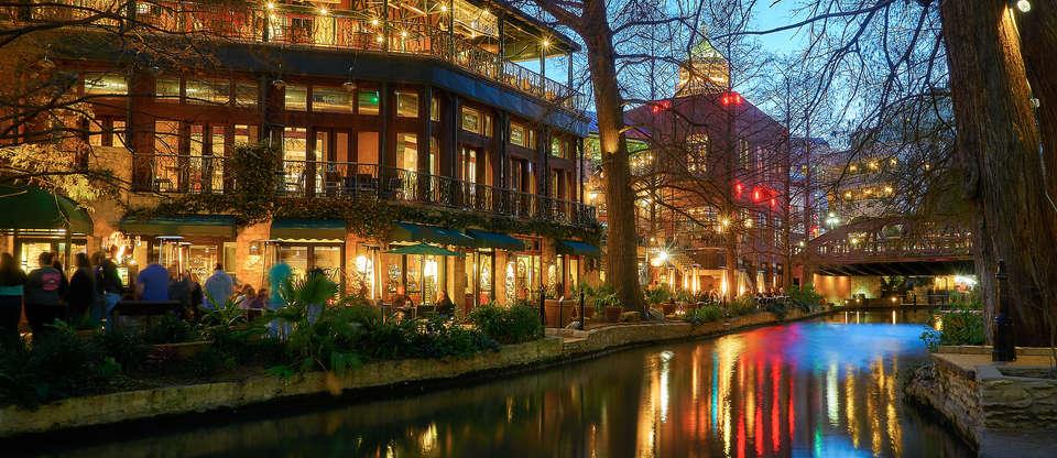 Guide to the San Antonio Riverwalk